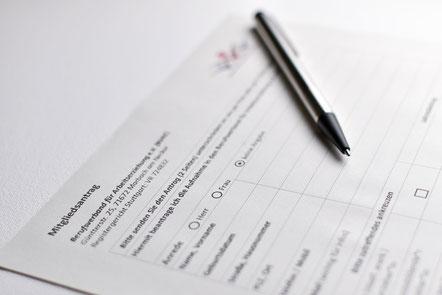 Mitgliedsantrag mit Stift zum Ausfüllen