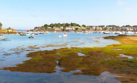 """Die """"Côte de Granit Rose"""", die Rosa-Granit-Küste, zieht viele Touristen an."""