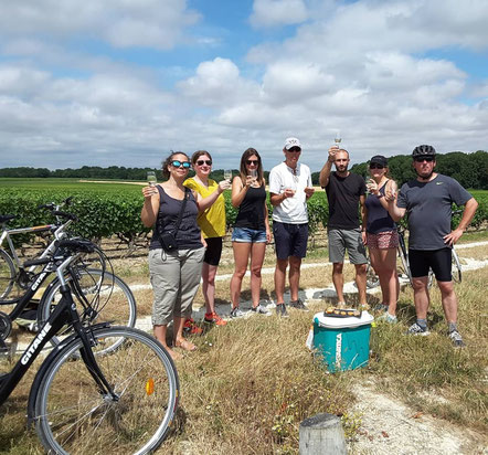bike-ride-and-wine-tour-wine-tasting-in-Loire-Valley-vineyard-Vouvray-Amboise-Tours-Rendez-Vous-dans-les-Vignes-local-guide-Myriam-Fouasse-Robert-fun-unique-activity