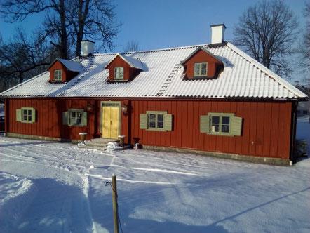 Das rote Schwedenhaus in Länna, in dem Stephanie wohnt