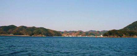 比田勝港 入口赤灯台