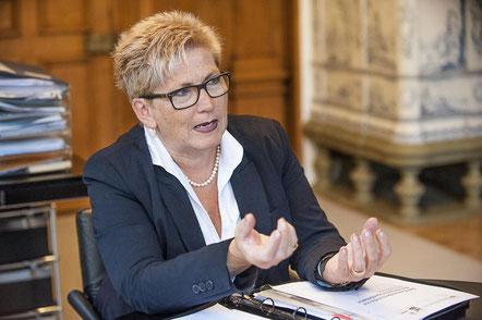 Finanzdirektorin Beatrice Simon:  «Die von der Finanzkommission in ihrem Bericht geäusserte massive Kritik an der Projektführung ist in der vorliegenden Form und Härte nicht nachvollziehbar und auch nicht akzeptierbar».