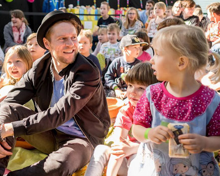Johannes Oerding am 17. April beim Klinikkonzert in magdeburg. Foto: Andreas Lander