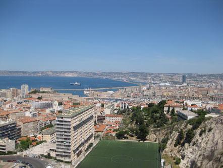 Blick von Notre Dame de la Garde auf Marseille Zentrum, mit altem und neuem Hafen, usw