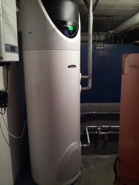 Brauchwasserwärmepumpe mit integriertem Wärmetauscher der bestehenden Öl-Zentralheizung.