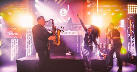 DJ Plus Saxophone, DJ and Saxophone, DJ und Saxophon