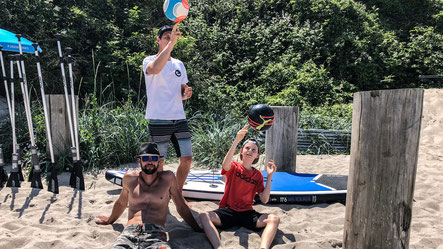 Chillen und Volleyball spielen in der Surfschule Kühlungsborn