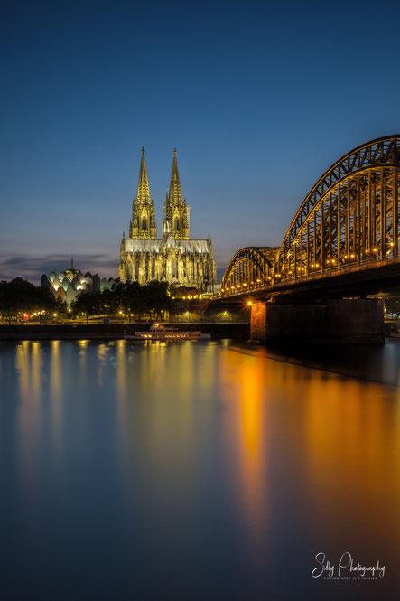 Kölner Dom / Hohenzollern Brücke, Langzeitbelichtung, 2018, © Silly Photography