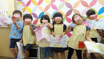 幼児教室バンビーニクレアーレ幼稚園コースで紙漉き体験、本格的な和紙をつくりました