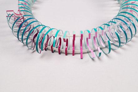 Morphologische Kette mit Farbverlauf in grün und Pink