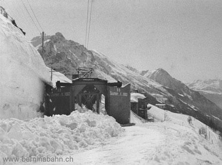 804-010 320-003 Schneeräumer auf Probefahrt bei Alp Grüm