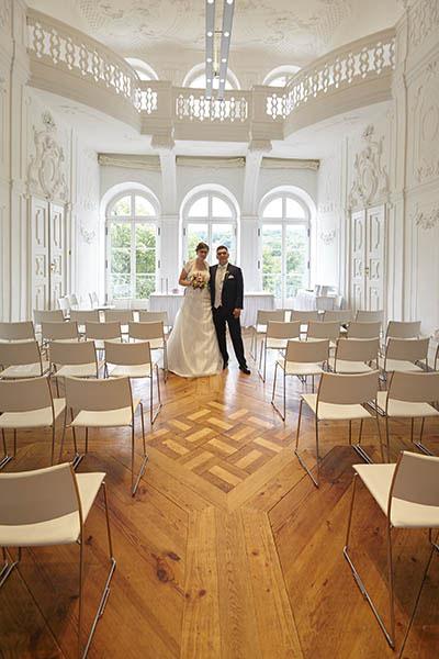 Der weiße Saal im Schloß Ettersburg, beliebt für die standesamtliche Trauung