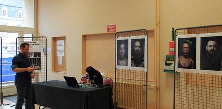 L'installation du stand de Loris Fae le talentueux photographe au Forum Culturel de la Différence de Crépy-en-Valois en 2017
