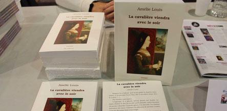 Le dernier livre de l'auteur Amélie Louis, La cavalière viendra avec le soir, au Salon du Livre de Vierzon 2017