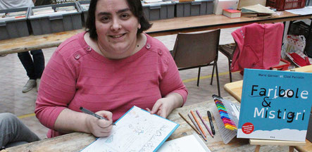 L'illustratrice Cloé Perrotin à la Foire aux Livres et cartes postales de Brienon-sur-Armençon en 2017