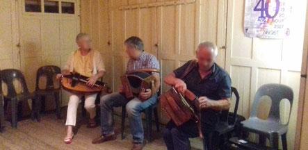 Les musiciens à la vielle lors de la soirée du Samedi soir à la Fête du Livre 2017 à Anost avec Livres en Pâture