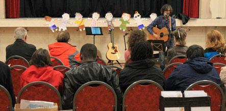 Un des nombreux musiciens au Forum Culturel de la Différence de Crépy-en-Valois en 2017
