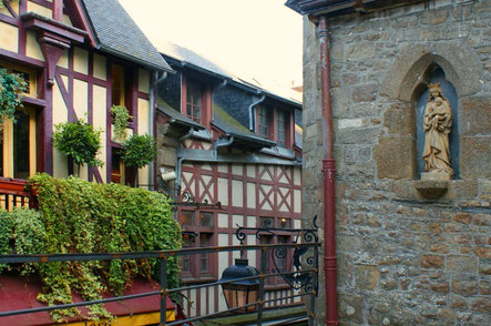 Mont Saint-Michel top things to do - Village - Copyright  Hellebardius
