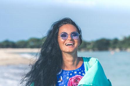 Eine Sonnenbrille mit sehr geringem Tönungsgrad