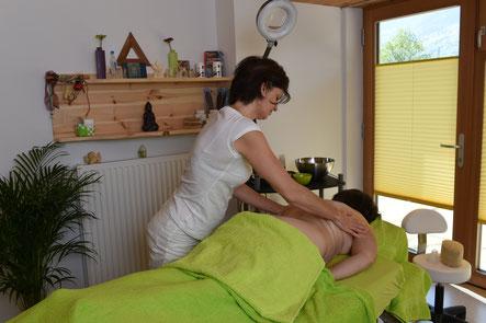 Honigmassage, Schöpfen, Breuss, Wohlfühlmassage, Ätherische Öle