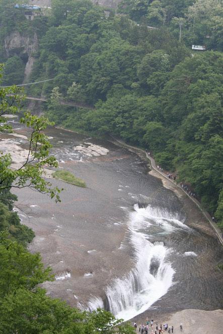 上から見る「吹割の滝」と渓谷