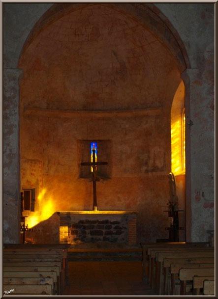 Eglise St Michel du Vieux Lugo à Lugos (Gironde) : l'autel et sa lumière divine