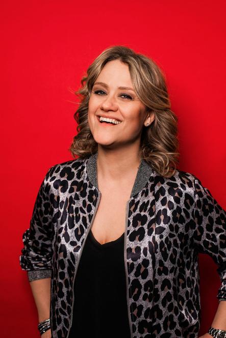 Lisa Feller, Kabarettist, Coemdian, Komiker, Comedy, Künstler, Künstlerportrait, Kaarst, GBG, Kabarett, 3k, 3k Kabarett Kaarst, portrait, Komikerin, lustig