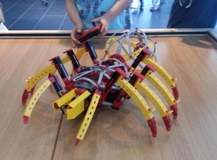 Roboter-Spinne aus Fischertechnik