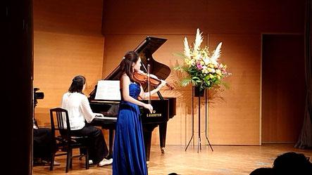 ヴァイオリン:小山朋美先生 ピアノ:清水恵美里