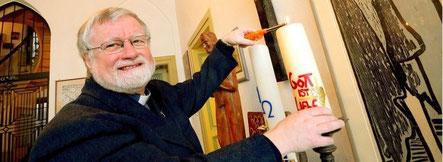 Pfarrer Bernhard Lücking genießt die stille Zeit nach Weihnachten. (WAZ-Foto: Stephan Eickershoff)