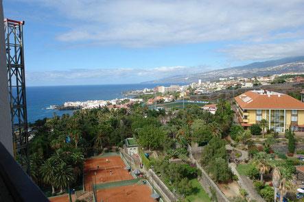 Meerblick über den Tennisplatz und Puerto de la Cruz