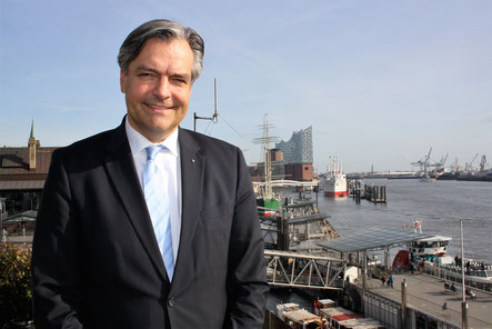Hamburg-based Andreas Kujawski is responsible for Hellmann's air and sea freight business in Germany  -  photo: hs