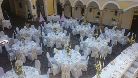 Gedeckte Hochzeitstafel Schloss Weikersdorf