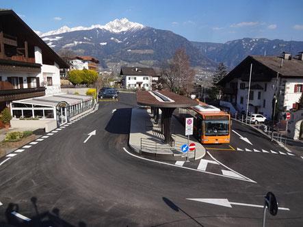 Bild und Info von der Bushaltestelle in Dorf Tirol