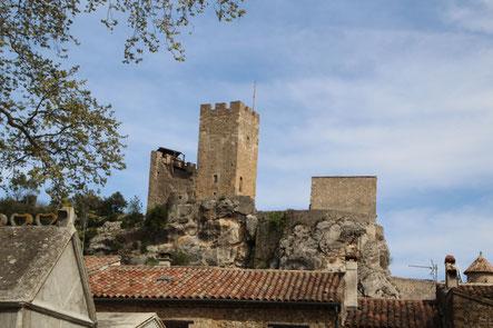 Photo du château de Saint Jean de Buèges vue depuis l'église du village