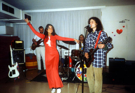 """Os """"Colorful Condoms"""" no """"Osho Tabaan"""", Hamburg, durante um evento da Pyari, 2 de março de 2004"""