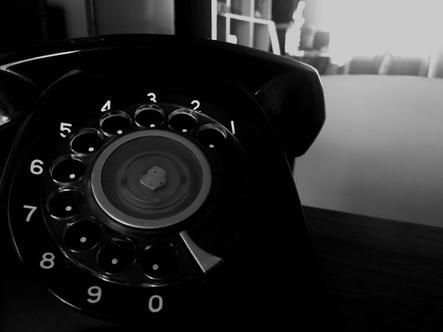 現役のアンティーク黒電話