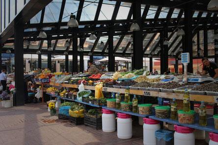 Markthalle in Tirana, der Hauptstadt Albaniens