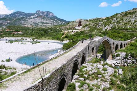 Ottomanische Brücke Ura e Mesit  Brücke bei Shkodra Albanien