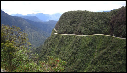 Werratal von Von Alicia Nijdam from Cordoba, Argentina - Yungas road/Death road, CC BY 2.0, https://commons.wikimedia.org/w/index.php?curid=33083909