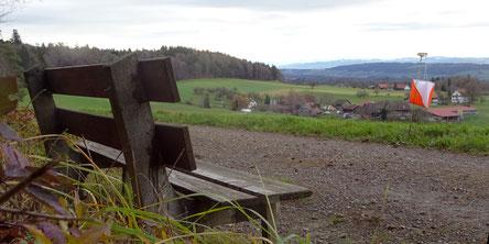 das Bänkli mit der schönen Sicht in die Alpen