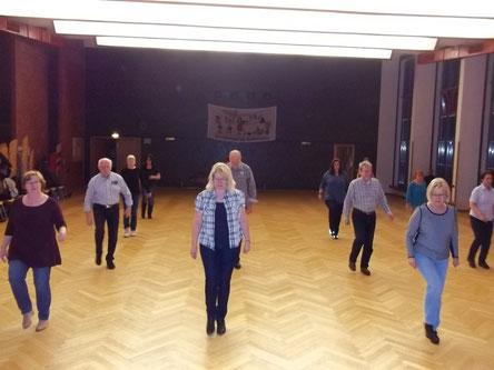 unsere Line Dancer/innen beim Training