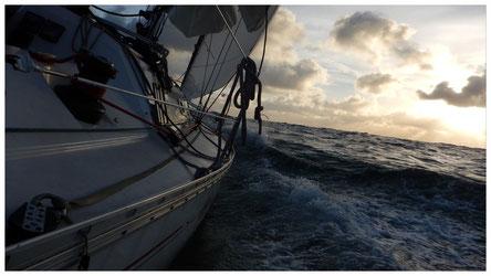 voilier en navigation à l'allure du pré