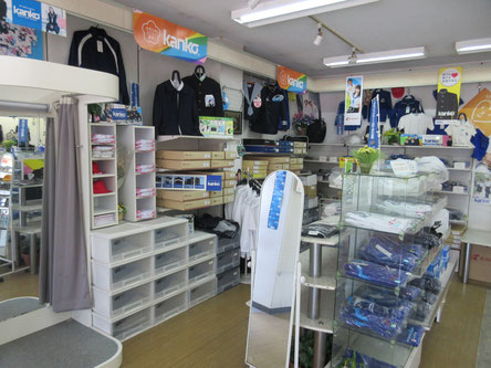 奥村本店の学生服コーナー