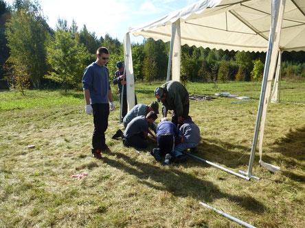 Zeltaufbau für das Fest