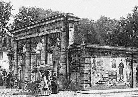 Le monument de la Fontaine Chaude à la fin du XIXe ou au début du XXe siècle