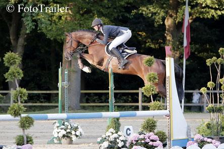 Julian de Boer wint met Carollo de 1.45m Horse Service International Prijs.