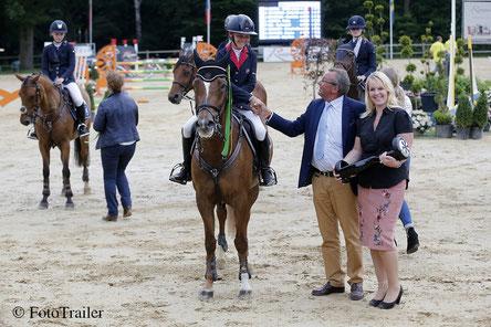 Marie Sandell wint de Outdoor Wierden pony Grand Prix met Orchid's Luna Star. Foto FotoTrailer