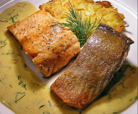 Saiblingsfilet mit Kürbissoße und Gemüse-Kürbis-Puffer