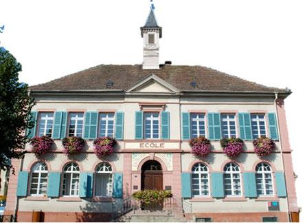 L'école de garçons a été élevée pendant le 2e quart du 19e siècle ; des plans conservés aux archives départementales du Haut-Rhin sont datés 1841 ; les travaux furent exécutés de 1846 à 1848